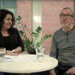 Foto av Solveig Bratland og Egil Schau som blir intervjuet.