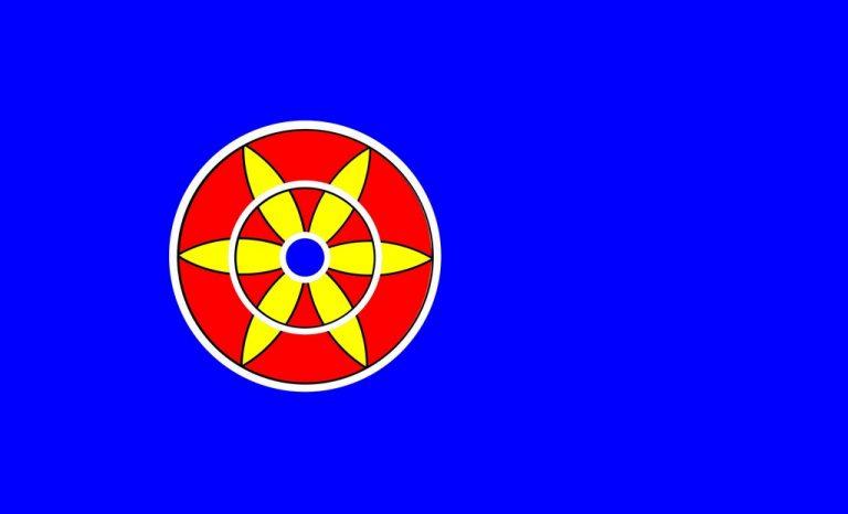 kvenfolkets flagg. En rød sirkel med en gul blomst på blå bakgrunn.