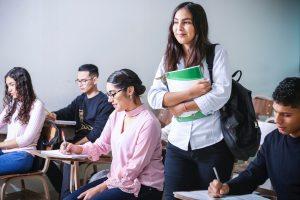 Foto av studenter i undervisningsrom